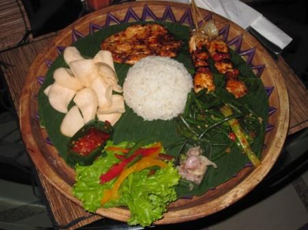 ужин возле озера Батур