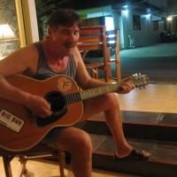 гитарист-итальянец - хозяин ресторана