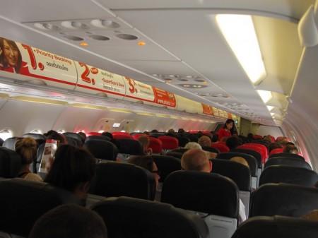 салон самолета airasia