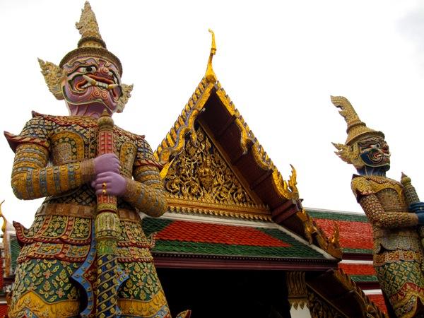 Зубастые охранники храмов
