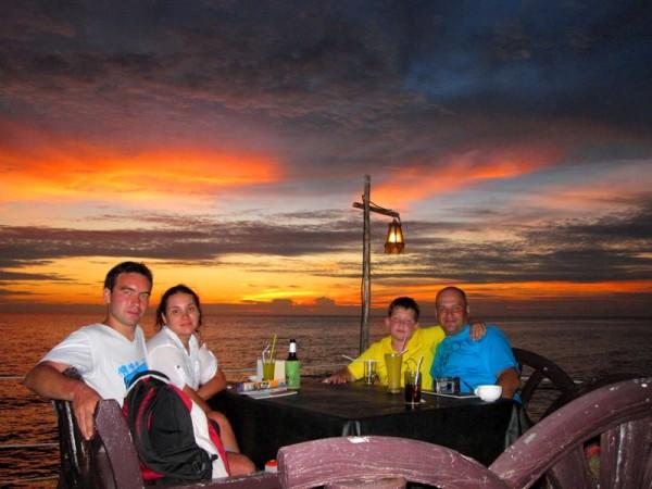 Ужин в море