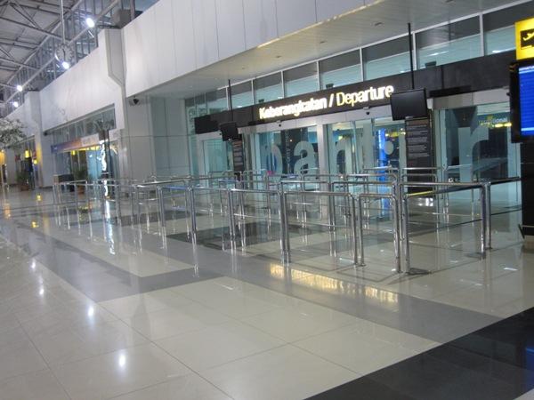 Вход в терминал 3 аэропорта Джакарты