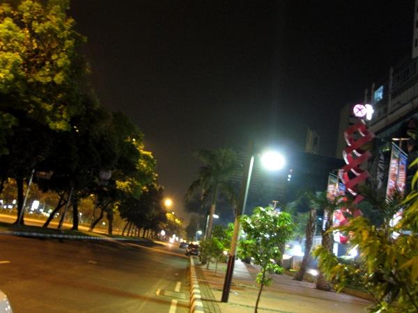 Джакарта ночью 4
