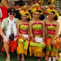 Балийские девушки и Сережа тоже
