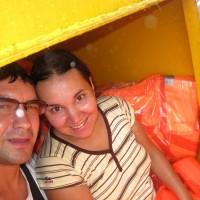 Прячемся от дождя в контейнере со спасательными жилетами
