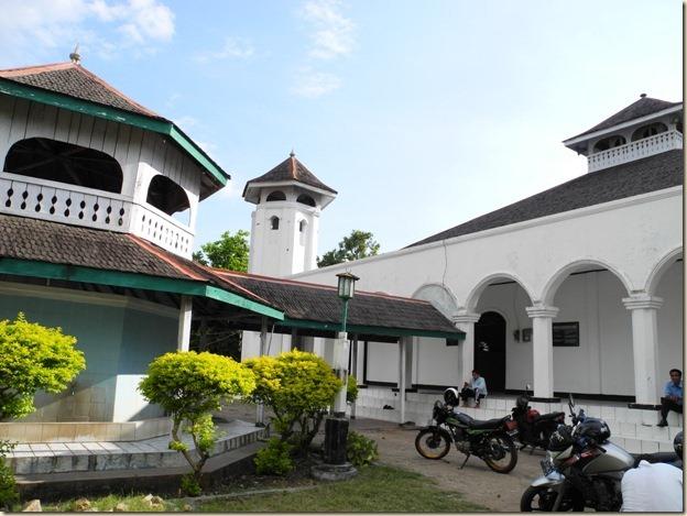 Еще один дворец султана - теперь молебенный дом