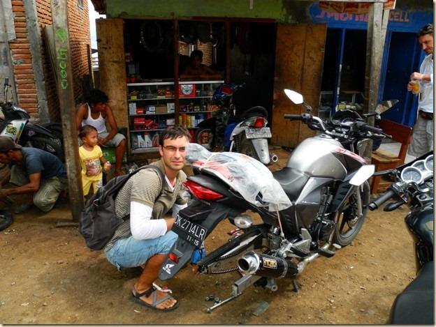 Механики на островах Индонезии на каждом шагу