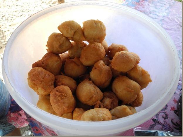 Свежие горячие кукурузные пончики