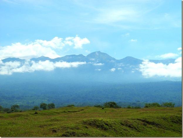 Рваные пики ожерелья 7-ми километровой кальдеры вулкана