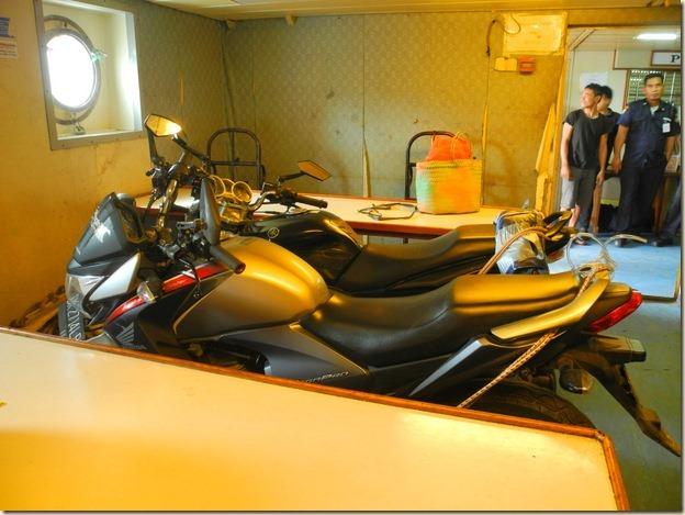 Мотоциклы разместили в столовой