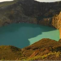 kelimutu_lakes-11_thumb.jpg