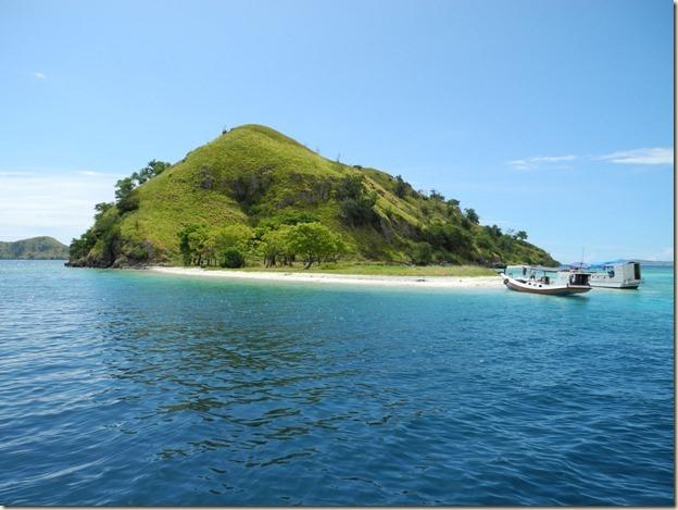 Один из острово неподалеку от Лабуан Баджо