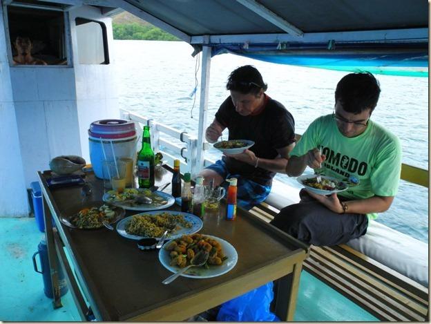 Обед посреди моря