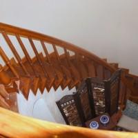 Одна из лестниц на второй этаж