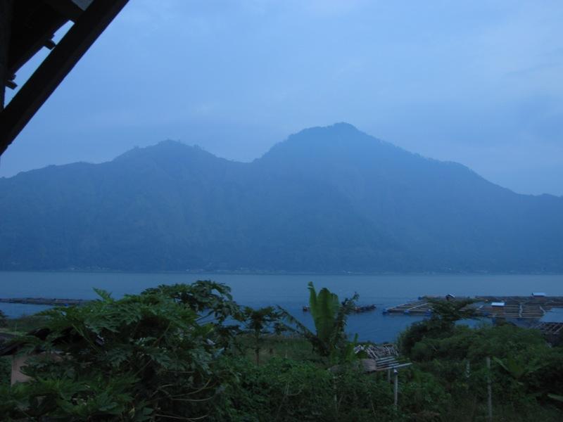 там, за горой, вулкан Агунг