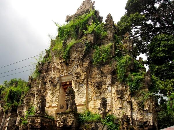 Храм мертвых