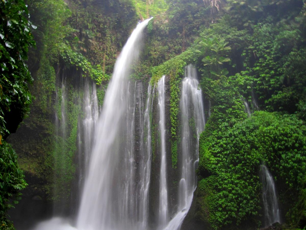Водопад Tiu Kelep
