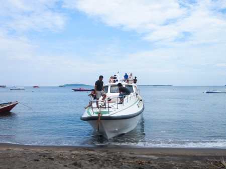 катер, который доставил нас на Ломбок