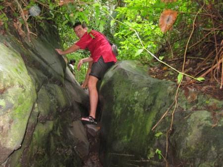 преграды по пути к водопаду