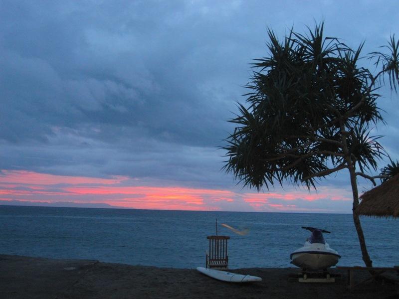 закат на пляже Сенгиги