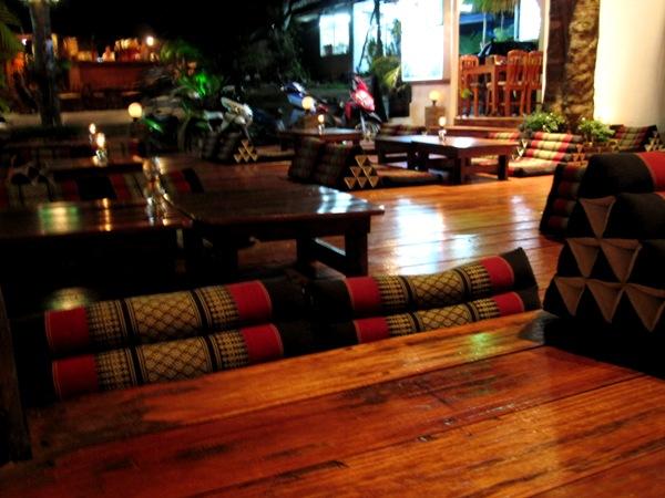 Тайская кафешка вечером