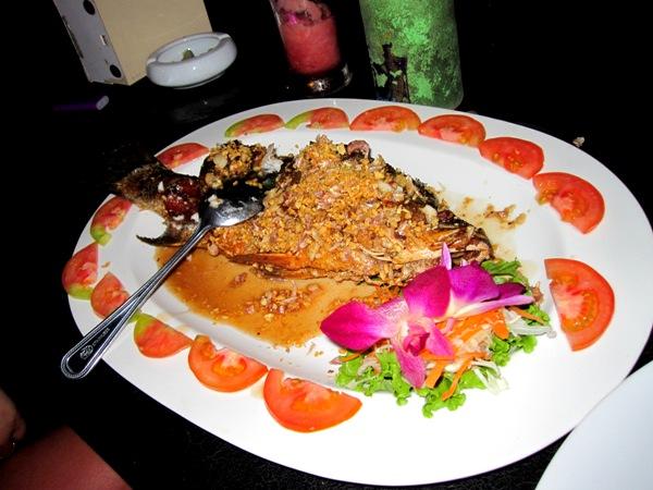 Рыба на гриле в чесночном чили-соусе