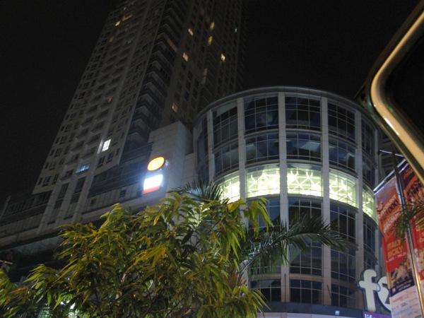 Джакарта ночью 3