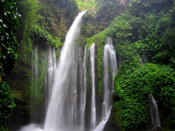 Самый красивый водопад на Ломбоке