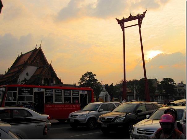 Гигантские качели в центре Бангкока