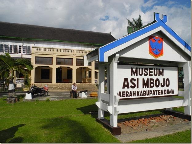 Музей и одновременно бывший дворец Султана