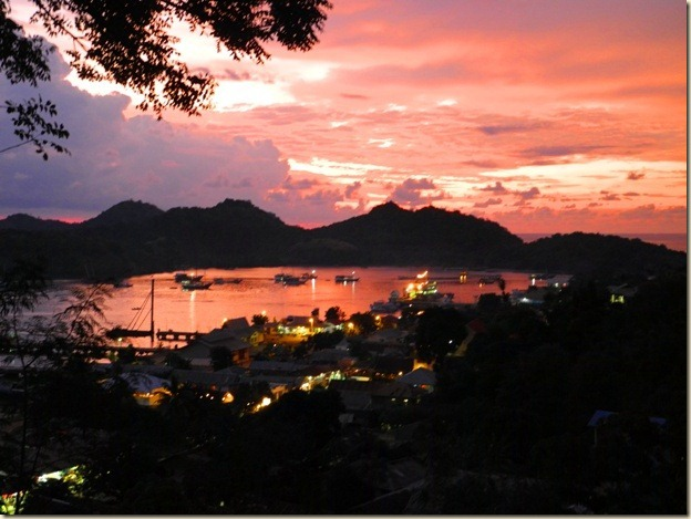 Закат с видом на бухту Лабуанбаджо