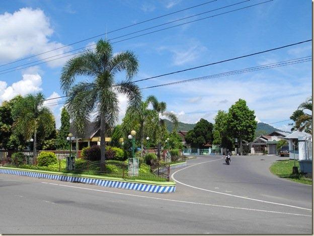 Перекресток улиц в Домпу