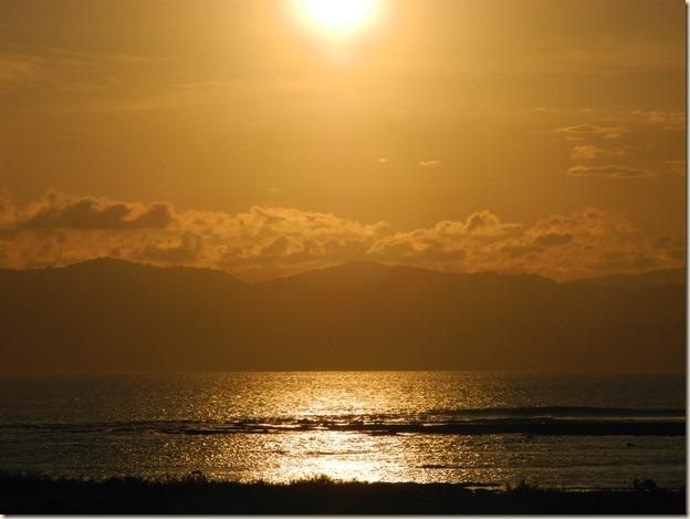 Бронзовый закат над Сумбавой