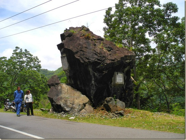 Скала, обрушившаяся на дорогу в начале 20 века