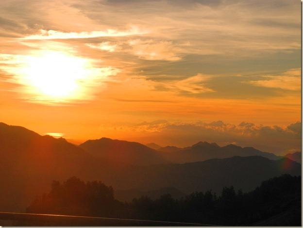 Солнце все выше - видно восточный Флорес