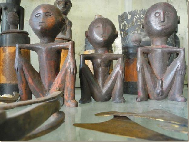 сидящие фигурки Мерапу