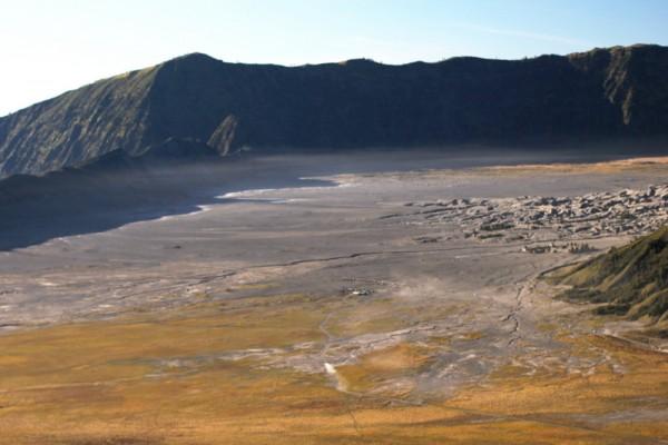 Часть гигантской кальдеры парка Бромо-Тенггер-Семеру