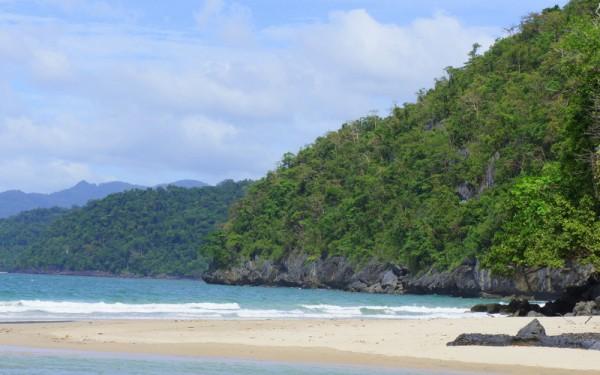 Пляжи, возле подземной реки в Сабанге