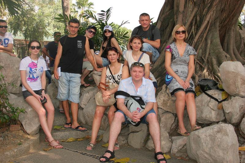 Мы (почти все) в китайском саду парка Ризал